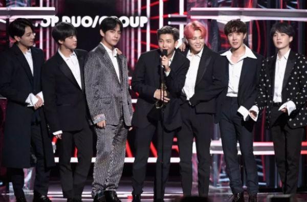 El grupo de K-pop fue ovacionado por los asistentes a los premios Billboard 2019. FOTO: ESPECIAL