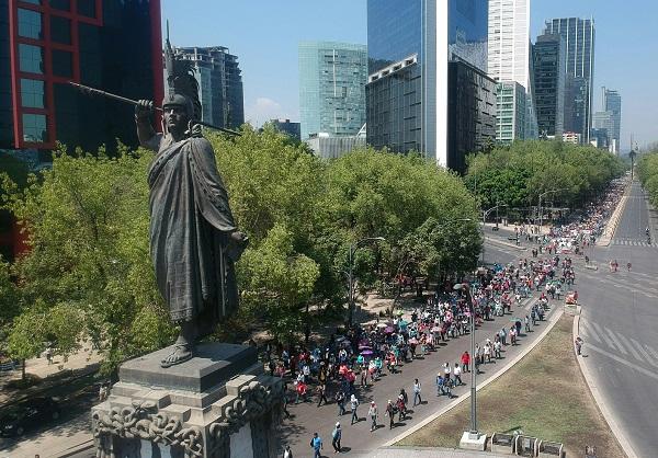 En protesta por falta de medicamentos, pacientes con #VIH cerraron Paseo de la Reforma en ambos sentidos a la altura de la calle de Lieja. Foto: Notimex