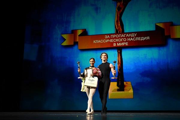BALLET. Antes de la premiación, la primera bailarina participó en una gala benéfica. Foto: Especial