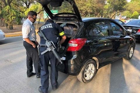 Con la participación de elementos de las fuerzas federales y estatales se realizó un operativo en el municipio de Naucalpan, donde se logró la detención de 57 personas por su probable participación en diferentes delitos. Foto: Especial