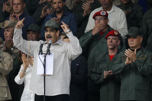 Nicolás Maduro presume apoyo de los militares