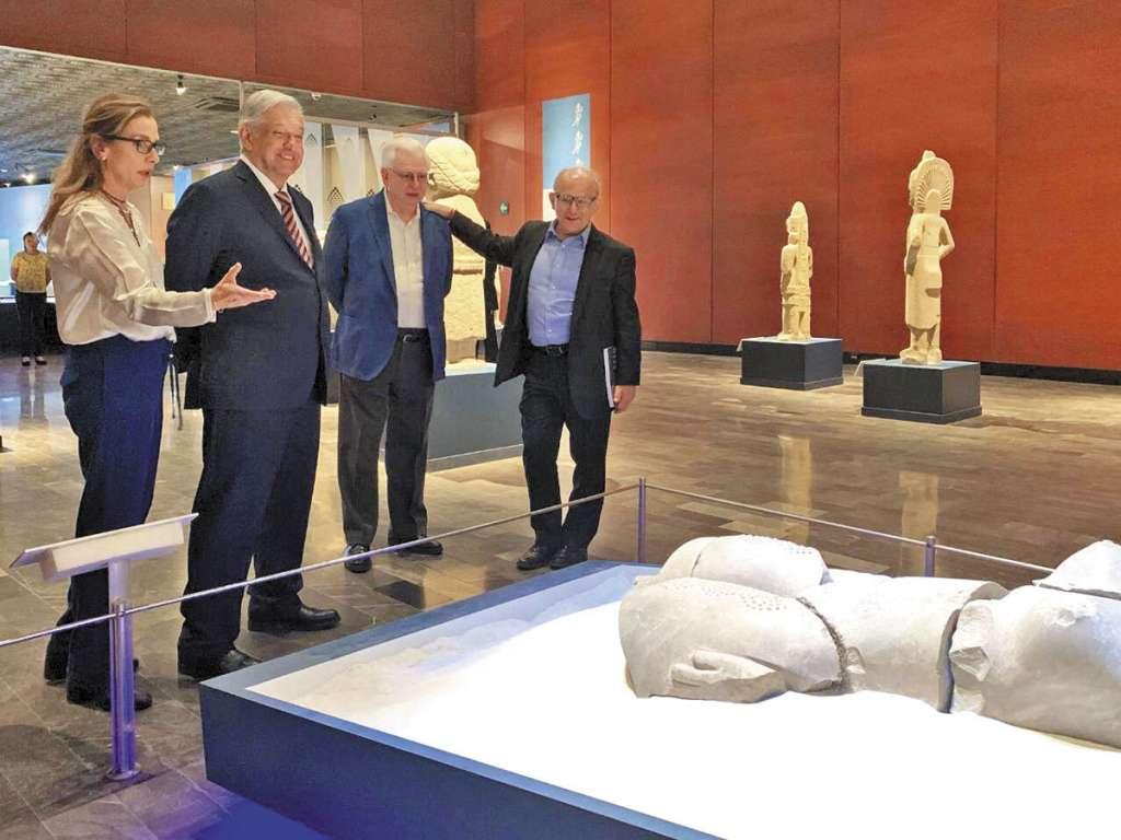 VA BIEN. El Presidente y su esposa Beatriz Gutiérrez Müller visitaron ayer el Museo Nacional de Antropología e Historia. Foto: Especial