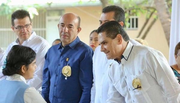 El gobernador refrendó el compromiso de mejorar la educación. Foto: Especial