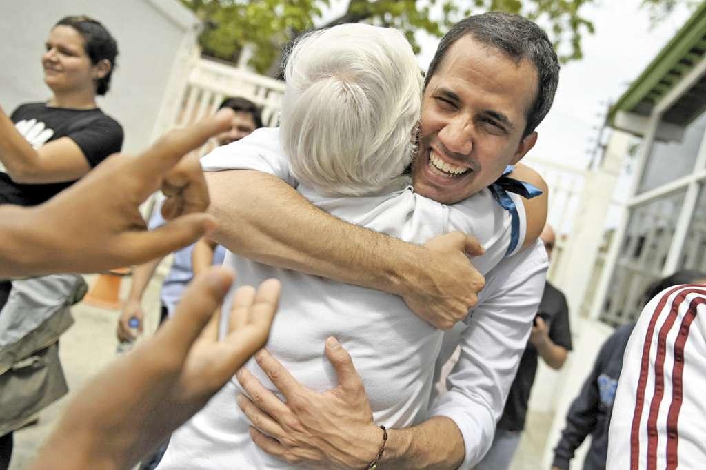 Juan Guaidó, presidente encargado, visitó el estado de Vargas.FOTO: AFP