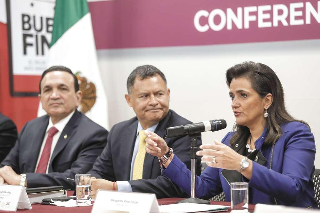 Representantes de la Secretaría de Economía, del SAT y Concanaco dieron ayer el anuncio.FOTO: NOTIMEX
