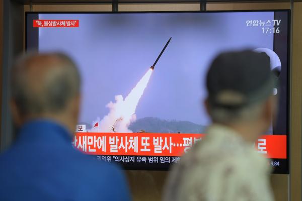 Esta acción se produce cinco días después de que Norcorea lanzara varios proyectiles de corto alcance hacia el mar del Este. Foto: AFP