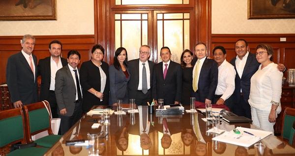 En la reunión el gobernador Carlos Joaquín expuso la estrategia de operación del Monitoreo de Sargazo sobre el cual en los últimos días se ha emitido un reporte para su difusión en medios de comunicación. Foto: Especial
