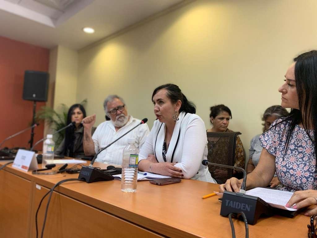 La fiscal se encontraba acompañada del Subsecretario de Derechos Humanos, Alejandro Encinas. FOTO: ESPECIAL