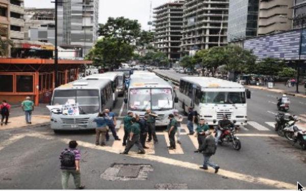 Transportistas protestaron ayer contra el gobierno de Nicolás Maduro.FOTO: ESPECIAL