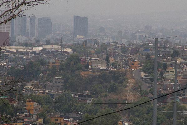 Esta tarde se reportó un incendio de pastizal en Colonia Miguel Hidalgo Segunda Sección. Foto: Cuartoscuro