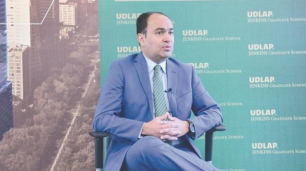 El académico Joel Gómez Treviño señaló la necesidad de estar al tanto de tendencias digitales. Foto: Especial