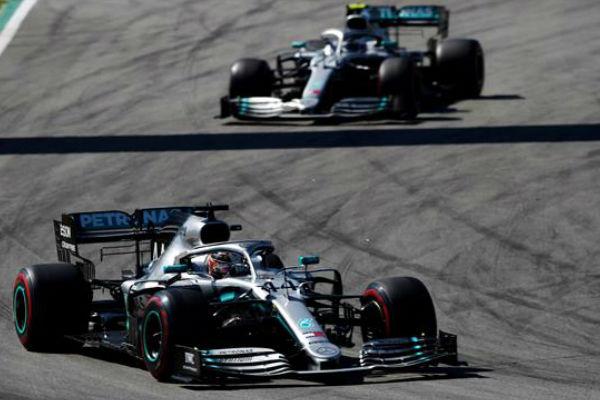 Lewis Halmiton venció a Valtteri Bottas en la largada del Gran Premio de España