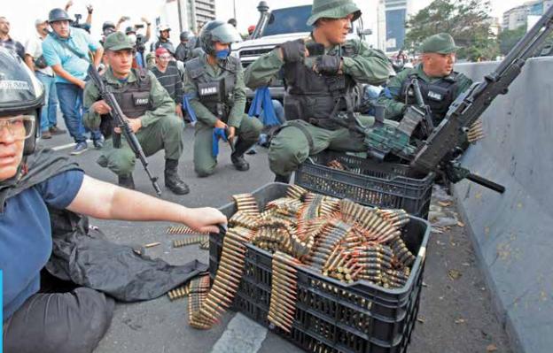 Manifestantes se levantan contra el gobierno de Nicolás Maduro.FOTO: ESPECIAL