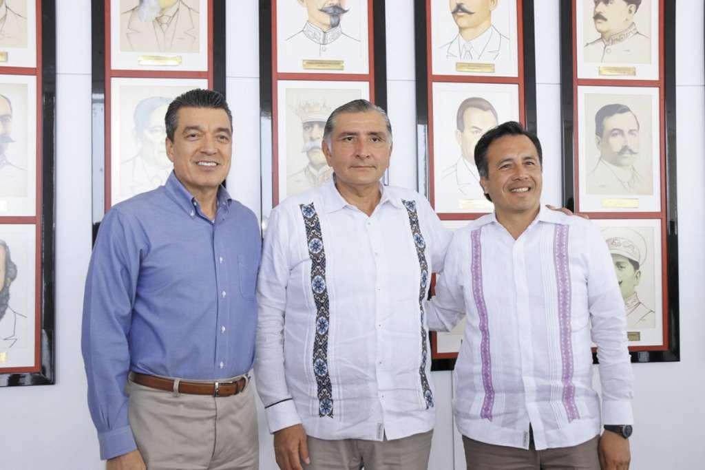 Los mandatarios de Chiapas, Tabasco y Veracruz sellaron el pacto.FOTO: ESPECIAL