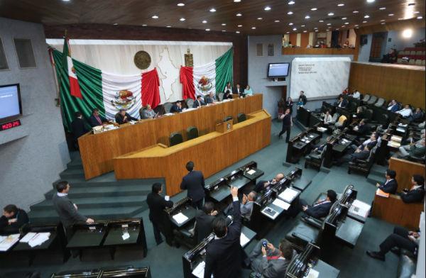 La minuta fue aprobada por 24 votos a favor y 15 en contra, durante la sesión ordinaria de hoy. FOTO: ESPECIAL
