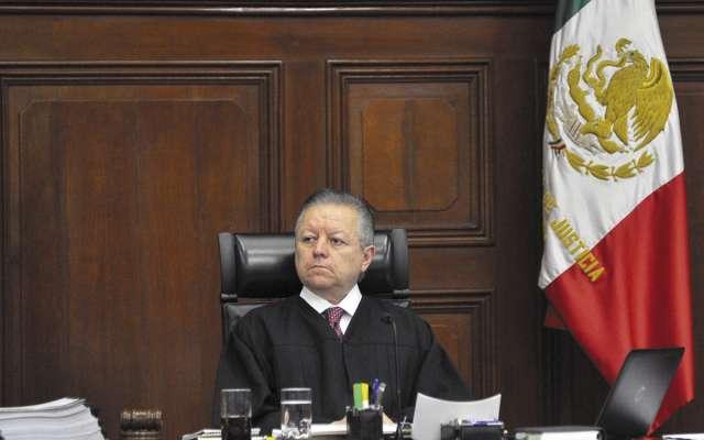 El ministro presidente de la Corte, Arturo Zaldívar, destacó la pluralidad de ideas durante el análisis de ayer en el Pleno. FOTO: ESPECIAL