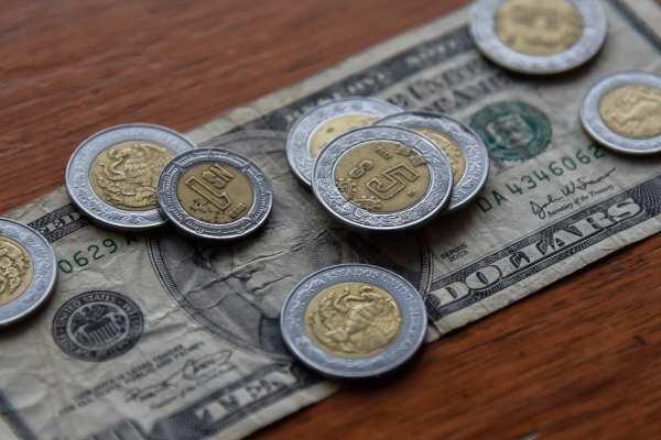 El billete verde se compra en un precio mínimo 18.05 pesos. Foto:  Archivo | Cuartoscuro