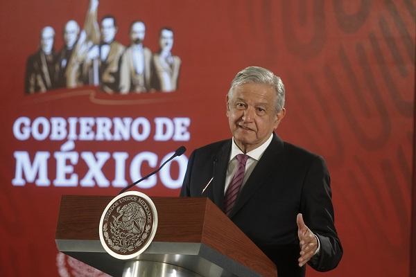 La refinería es una promesa de campaña con sus paisanos de López Obrador. Foto: Cuartoscuro