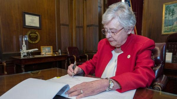 Kay Ivey, gobernadora de Alabama . Foto: ESPECIAL