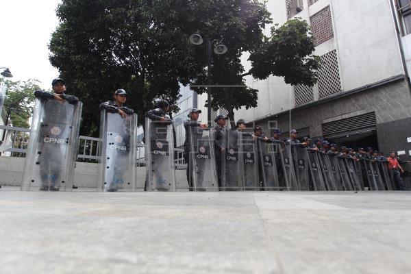 Cierran oficinas Parlamento de Venezuela
