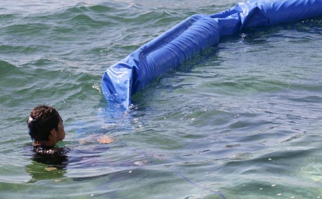 Barreras contra el sargazo en Puerto Morelos, Quintana Roo. Foto/ Cuartoscuro