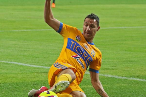 Dueñas sufrió la lesión tras disputar el balón con Dorlan Pabón. Foto: Archivo | Cuartoscuro