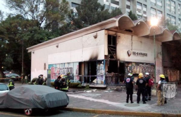 El local actualmente es ocupado por personas sin hogar que habitan en la zona de Tlatelolco. FOTO: @OVIALCDMX