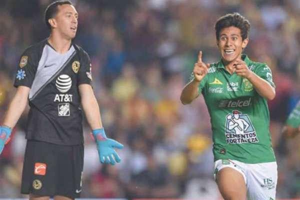José Juan Macías festejó así tras marcar el único tanto del duelo. Foto: Especial