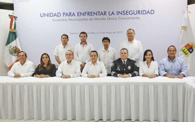 El gobernador Carlos Joaquín González encabezó la reunión.FOTO: MAURICIO CONDE