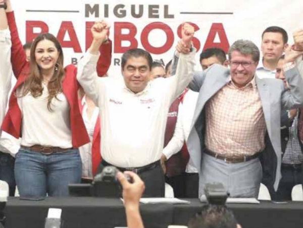 En el acto en la capital también estuvo el senador Alejandro Armenta (derecha). Foto: Especial