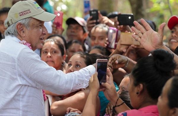 """En entrevista posterior a una asamblea en el ejido Nuevo Francisco León, dijo que los zapatistas """"están en su derecho de expresarse"""" ante la oposición de este grupo a la realización del proyecto que conectará el sureste mexicano. Foto: Especial"""