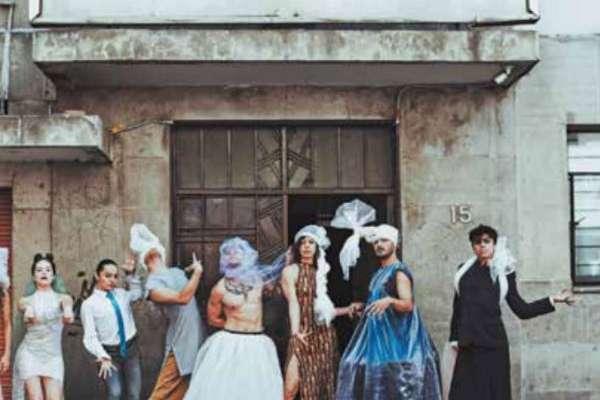 Ocho bailarines, dos actores y un músico conforman la compañía. FOTO: CORTESÍA