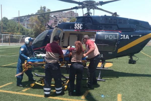 En el trayecto los paramédicos brindaron al lesionado los primeros auxilios y cuidados prehospitalarios intensivos para estabilizarlo