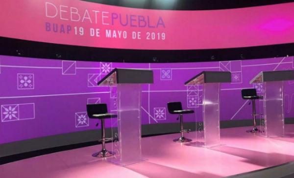 El debate se realiza en las instalaciones de la BUAP. FOTO: ESPECIAL