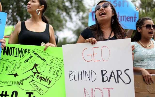 Migrantes protestaron para exigir licencias de conducir.  FOTO: CORTESÍA