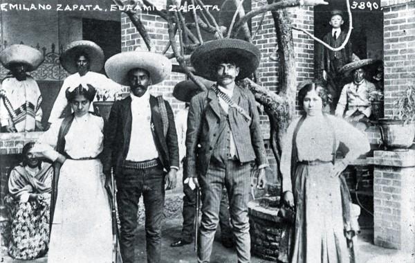 En la imagen, Zapata y su hermano Eufemio, con sus respectivas esposas. Foto: Cortesía