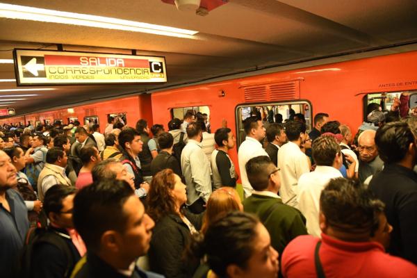 El Metro había reportado una afluencia moderada en las líneas: 4, 5, 6 y 8. Foto: Leslie Pérez