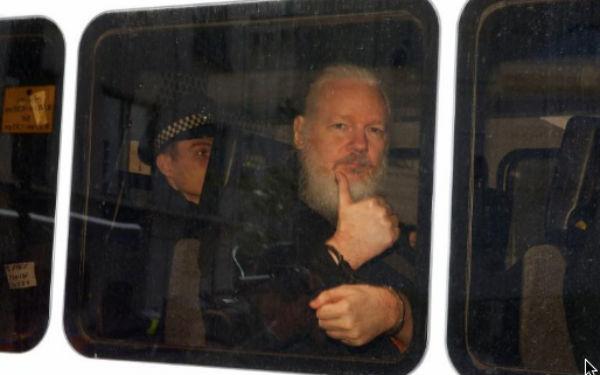 Assange podría ser extraditado a Suecia o a Estados Unidos. FOTO: ESPECIAL