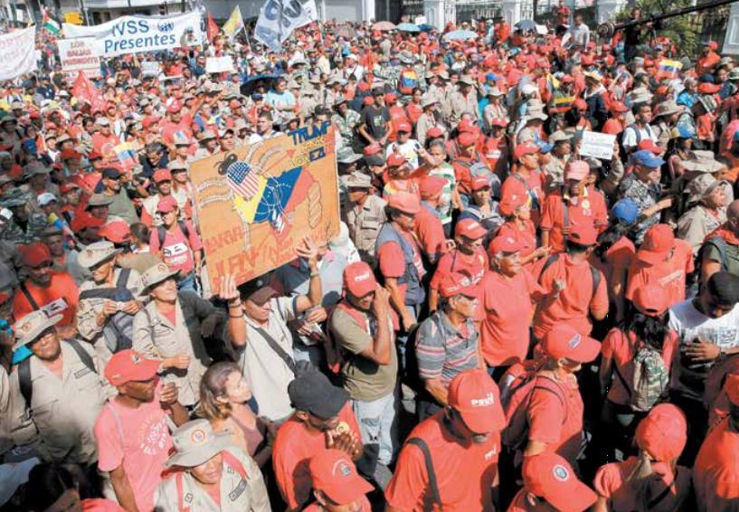 Los partidarios de Nicolás Maduro se reunieron ayer para celebrar el aniversario de su disputada reelección. FOTO: AP