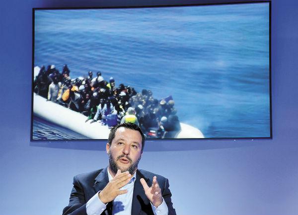 El viceprimer ministro italiano, Matteo Salvini, asistió ayer a un foro en Roma. FOTO: AP