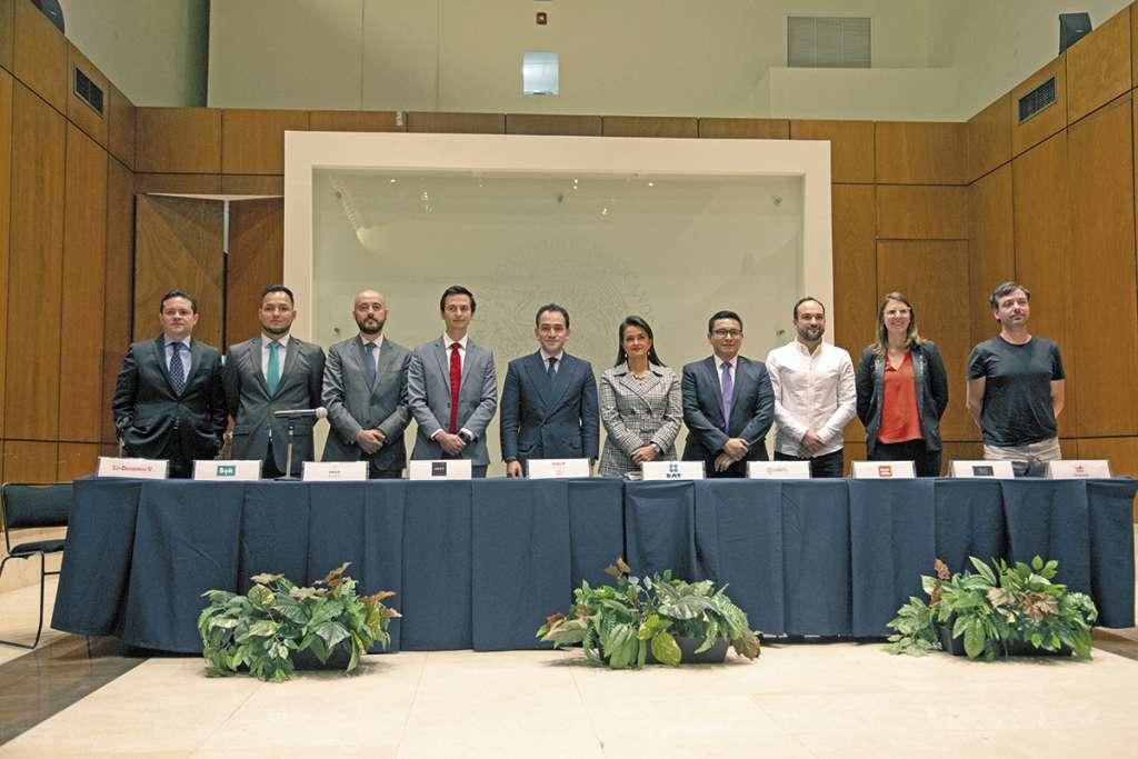 Hacienda y su brazo fiscalizador firmaron un acuerdo con representantes de ocho aplicaciones para simplificar los trámites tributarios. FOTO: ESPECIAL
