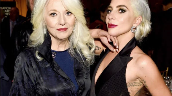 Gaga ha participado en varios actos benéficos que ha organizado su mamá. FOTO: ESPECIAL
