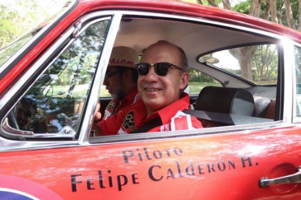 Calderón Hinojosa participa en el Rally Maya México tripulando un Porsche 1968, marcado con el número 60. FOTO: ESPECIAL