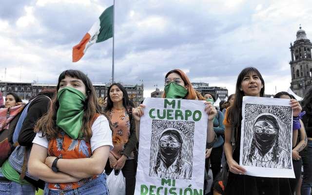 Integrantes de Marea Verde se manifiestan afuera del Palacio Nacional.FOTO: LESLIE PÉREZ