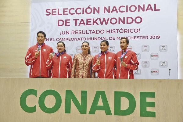 Los cuatro medallistas que tuvo México en Manchester, Inglaterra. FOTO: PABLO SALAZAR SOLÍS