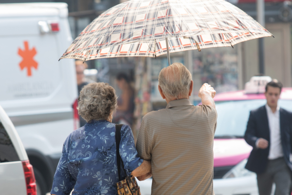 Las autoridades recomendaron tomar medidas preventivas como hidratarse y no exponerse al Sol prolongadamente. Foto: Archivo | Cuartoscuro