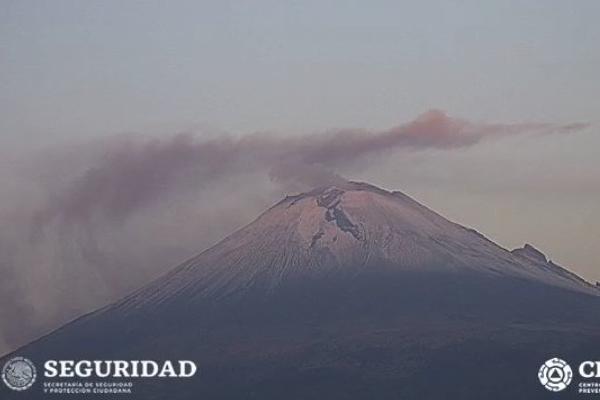 El Popocatépetl amaneció nevado este 22 de mayo. Foto: @PC_Estatal