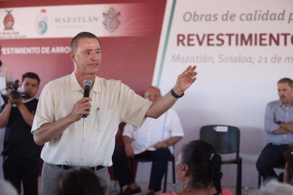 El mandatario estatal fue recibido por el presidente municipal, Luis Guillermo Benítez Torres. Foto: Especial
