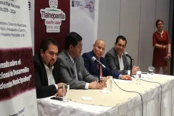 Al menos 200 presidentes municipales dijeron que participarán en la consulta del 27 de mayo sobre el Plan Nacional de Desarrollo. Foto: Leticia Ríos