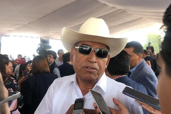 Juan Lara Mendoza, con su acostumbrado sombrero y sus lentes oscuros, reconoció que ya fue a declarar como testigo en la investigación que se lleva por parte de la Fiscalía. Foto: Especial